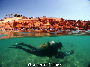 With underwater scooter in front of the beach of Ras Umm ... by Alberto Gallucci