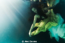 Elsa Bleda shot in pool using Nikon D300 housed in Sea & ... by Alec Davies