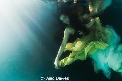 Elsa Bleda shot in pool using Nikon D300 housed in Sea & ... by Alec Davies