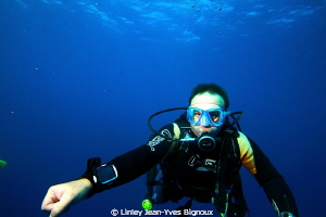 One dive professional instructor on a dive in Mauritius P... by Linley Jean-Yves Bignoux
