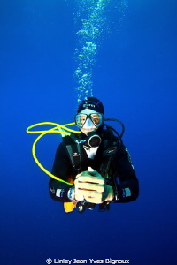 Diver atfter a great deep dive to max 52 metres on a deco... by Linley Jean-Yves Bignoux