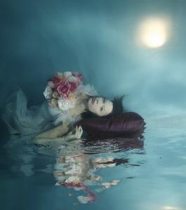 Hija de la luna by Lucie Drlikova