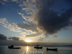Sun down on the end of an amazing diving day in fiji by Andre Philip