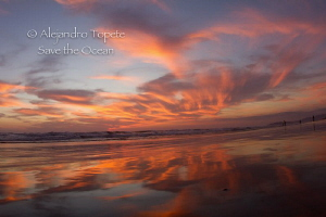 Sunset in the Beach, Acapulco Mexico by Alejandro Topete