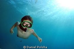 Young freediver descending by Daniel Poloha