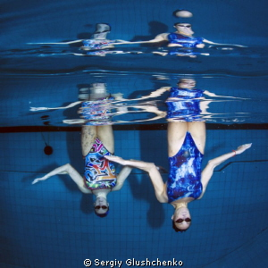 Synchronized swimming ... by Sergiy Glushchenko