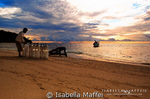 """""""ANOTHER DIVING DAY IN WAI IS STARTING"""" by Isabella Maffei"""