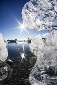 Jökulsárlón glacier by Mathieu Foulquié