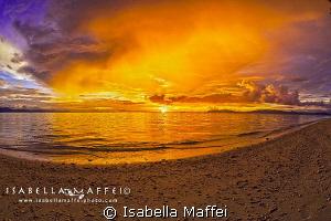 """THE WAI'S LIGHT"" Indonesia, Raja Ampat by Isabella Maffei"
