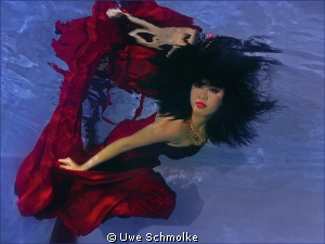 Minnie dancing by Uwe Schmolke