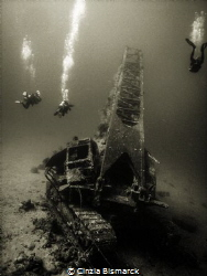 Divers around Million Hope wreck by Cinzia Bismarck