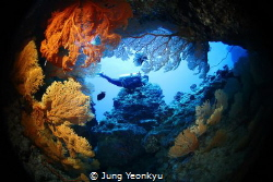 Girlfreind Grotto, Sipan. by Jung Yeonkyu