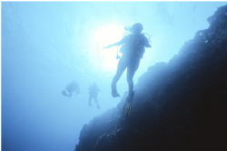 Pinnacle diving the wonderful Kona side of the Big Island... by Robert Fleckenstein