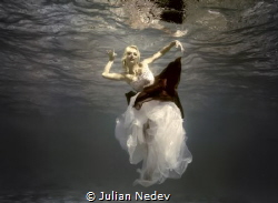 UNDERWATER DANCE 2 by Julian Nedev