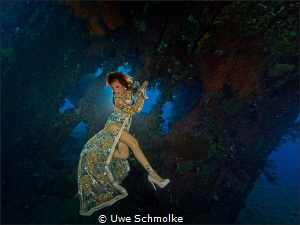 Wreck image with modell.  One strobe in slave modus for... by Uwe Schmolke