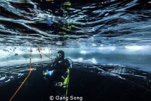 Ice diving in Lac Lioson 1890M-Entry by Gang Song