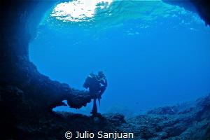 underwater thinker by Julio Sanjuan