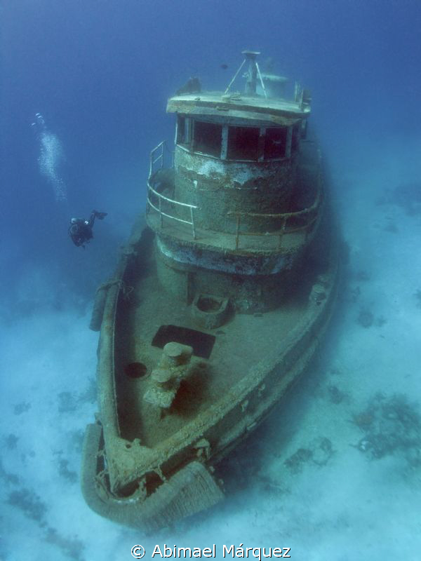 Evelio exploring the wreck.