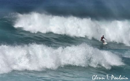 So what do you do when you can't go diving? Take photo's of the big surf.