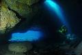 Modelo en cueva con entradas de luz, sacada en unos islotes que estan situados en el norte de Lanzarote.